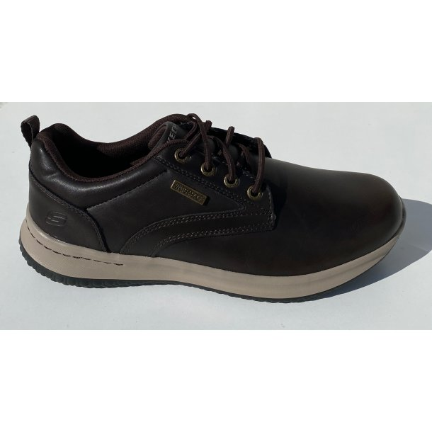 Vandtæt sko med memoryfoam fra Skechers. TILBUD